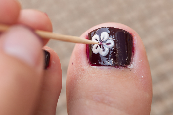 flowers-on-toes