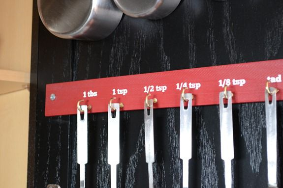 Organizing Measuring Cups and Spoons (21)