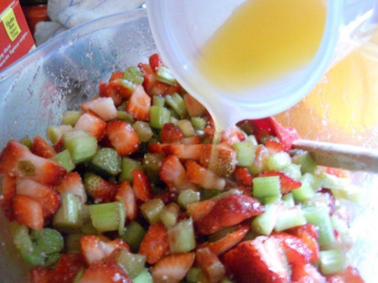 rhubarb-strawberry-pie-filling