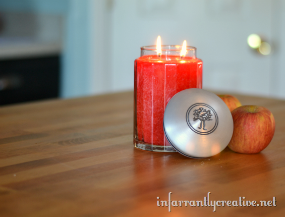 apple_scented_candle_in_a_Jar