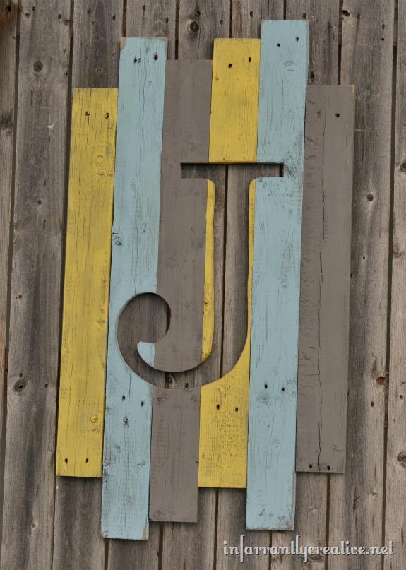 pallet_wood_monogram