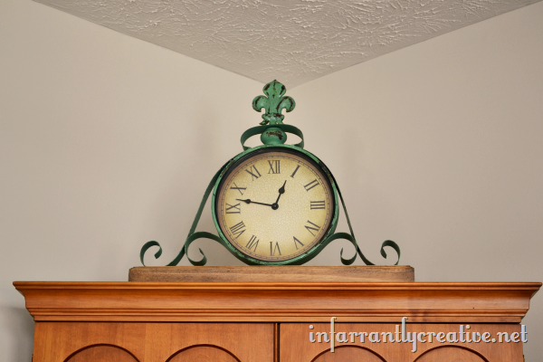 antique-green-clock