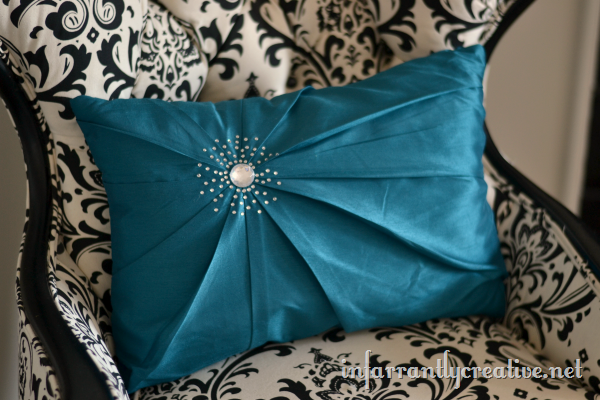 blue-diamond-pillow