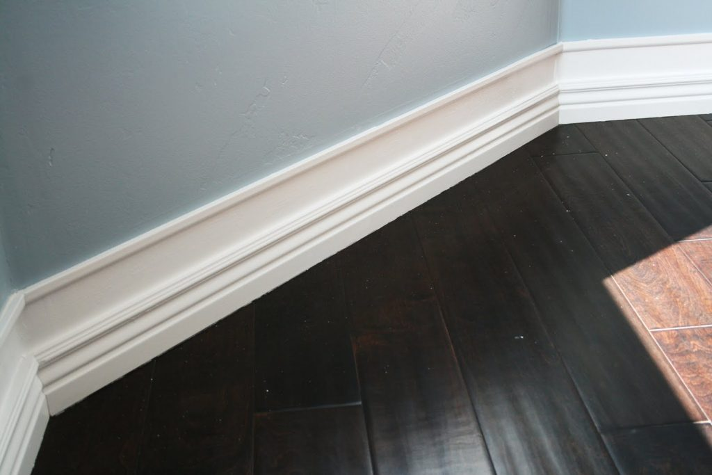 Nothing looks more elegant than beefed-up moldings and baseboards ...