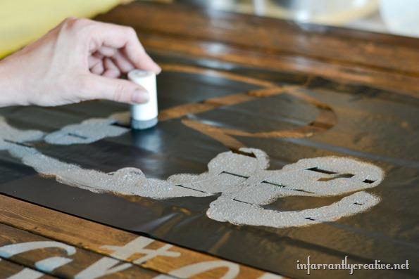 stencil-pallet-art