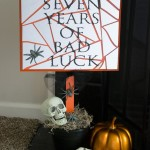 broken mirror halloween sign