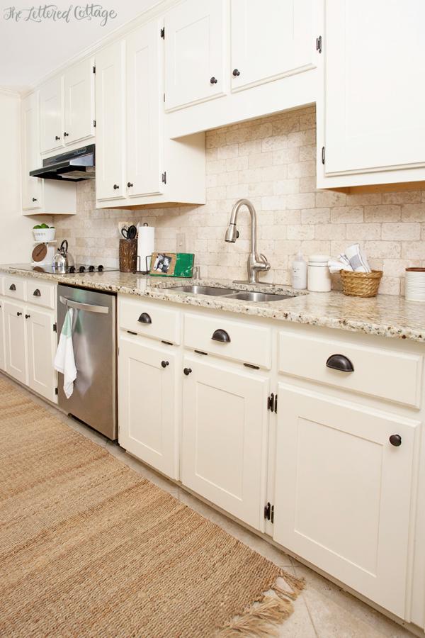 Benjamin Moore Navajo White Kitchen Cabinets
