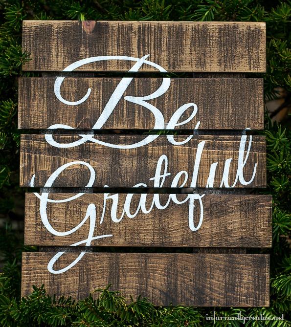 DIY-pallet-art-sign
