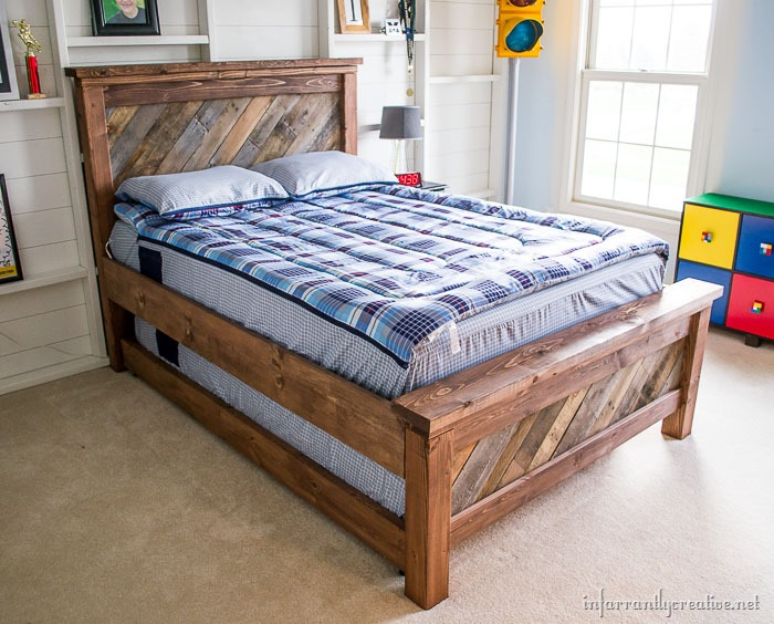 Diy rolling trundle bed plans for Farmhouse bed frame plans