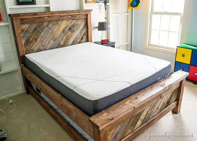 Farmhouse Pallet Bed with Rolling Trundle Infarrantly Creative