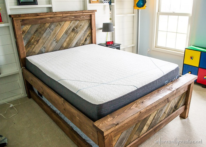 Farmhouse pallet bed with rolling trundle for Farmhouse bed plans