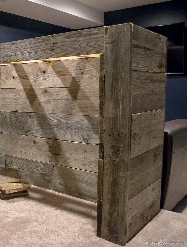 man cave wood pallet bar free diy plans infarrantly creative. Black Bedroom Furniture Sets. Home Design Ideas