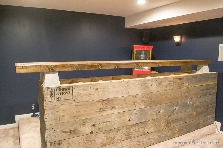 Man Cave Bar Out Of Pallets : Man cave wood pallet bar free diy plans