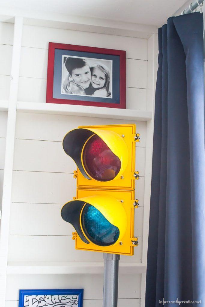 stop-light-in-bedroom