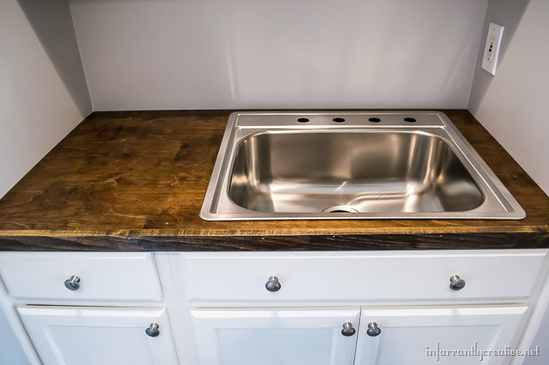 Small Laundry Room Sink : Laundry Room Cabinets {Small Space Laundry Room Area}